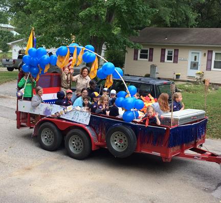 4. parade cub scouts webIMG_5289.jpg
