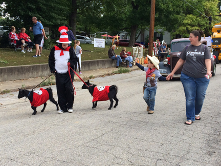 9. parade walking swewb IMG_5334.jpg
