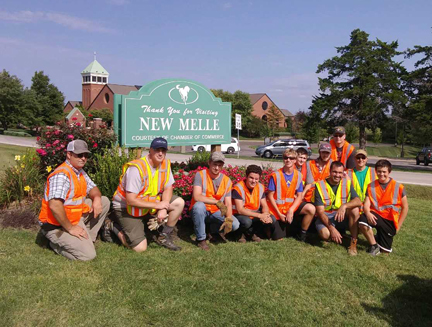 1. new melle sign finished group photo web.jpg